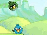 Энги бердс бомбят других птиц