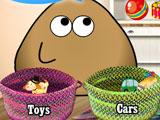 Поу убирает игрушки