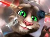 Говорящий кот Том делает макияж