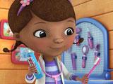 Доктор Плюшева чистит зубы