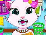 Кошка Анжела чистит зубы