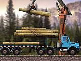 Дальнобойщик перевозит древесину