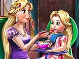 Принцесса Голди кормит малыша