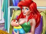 Беременная Ариэль рожает ребенка