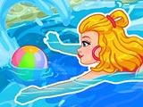 Одри плавает в бассейне